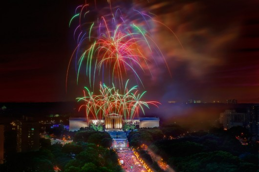 4th-of-july-fireworks-art-museum-parkway-red-white-blue-900VP-530x0